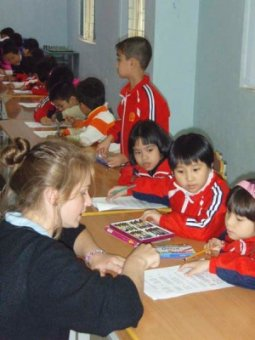 PLC Sydney pupil Elizabeth Blower with students at Le Quy Don main class in Hanoi..