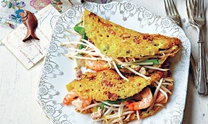 Sizzling crepes with chicken and prawns