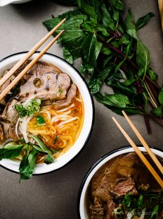 spicy vietnamese noodle soup: bun bo hue meal - circumference=