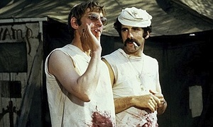 Sutherland with Elliott Gould in MASH
